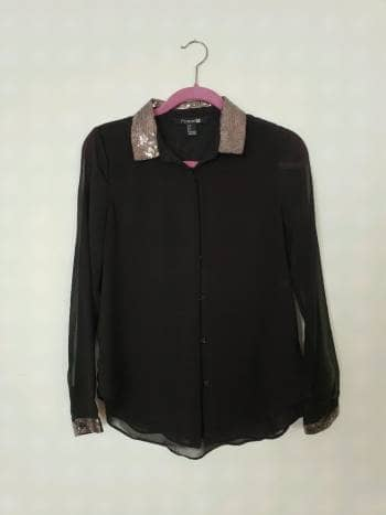 Foto Carousel Producto: Blusa de seda negra con lentejuela GoTrendier