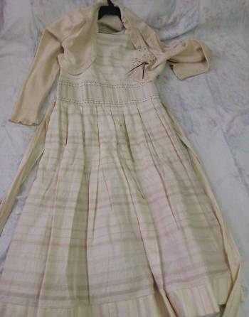 Foto Carousel Producto: Vestido Beige con bolero GoTrendier