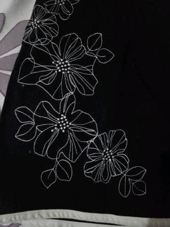 Foto Carousel Producto: Vestido negro bordado de flores GoTrendier