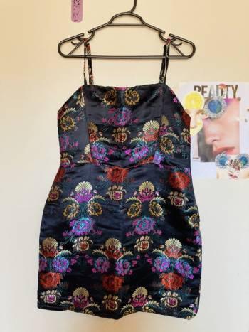 Foto Carousel Producto: Vestido corto abierto por los lados GoTrendier
