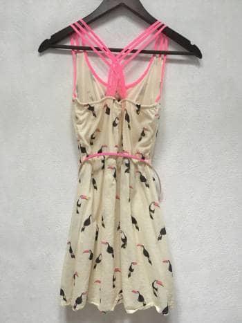 Foto Carousel Producto: Vestido con estampado de tucanes GoTrendier