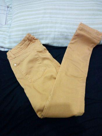 Foto Carousel Producto: Jeans pegados amarillos  GoTrendier