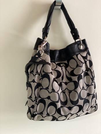 Foto Carousel Producto: Bolsa COACH gris con negro GoTrendier