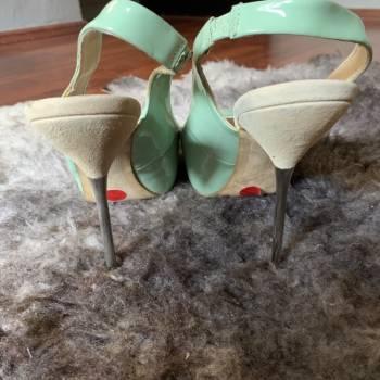 Foto Carousel Producto: Zapatillas abiertas tipo charol GoTrendier