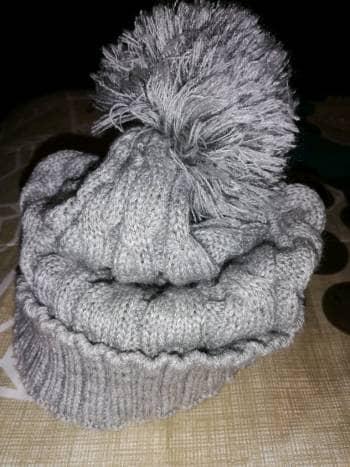 Foto Carousel Producto: Gorro con pompon color gris GoTrendier