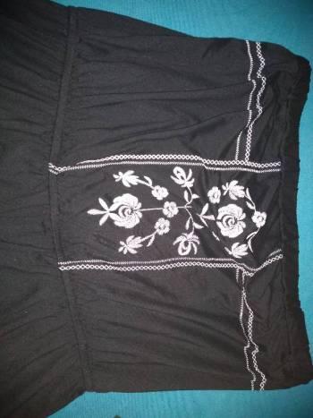Foto Carousel Producto: Jumper negro con bordados blancos GoTrendier